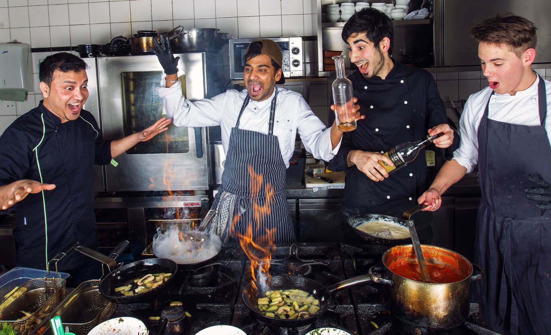 Feuer und Action in der Küche - Foto für Restaurant Homepage
